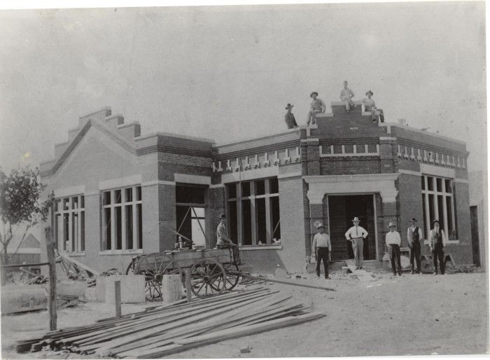 This Is What Oklahoma Looked Like 100 Years Ago It May Surprise You Wood Building 100 Years Ago City Hall