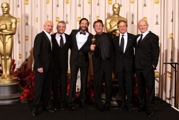 "Adrien Brody Photos - NO ONLINE, NO INTERNET, EMBARGOED FROM INTERNET AND TELEVISION USAGE UNTIL THE CONCLUSION OF THE LIVE OSCARS TELECAST) Actor Sean Penn (3R) poses with actors Ben Kingsley (L) Robert De Niro (2R), Adrien Brody (3L), Michael Douglas (2R) and Anthony Hopkins (R) after winning the Best Actor award for ""Milk"" in the press room at the 81st Annual Academy Awards held at Kodak Theatre on February 22, 2009 in Los Angeles, California. (Photo by Jason Merritt/Getty Images) * Local…"