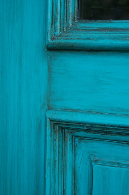 Love. Love. Love. Turquoise bathroom cabinets. I'm doing this now. I hope they turn out this good.