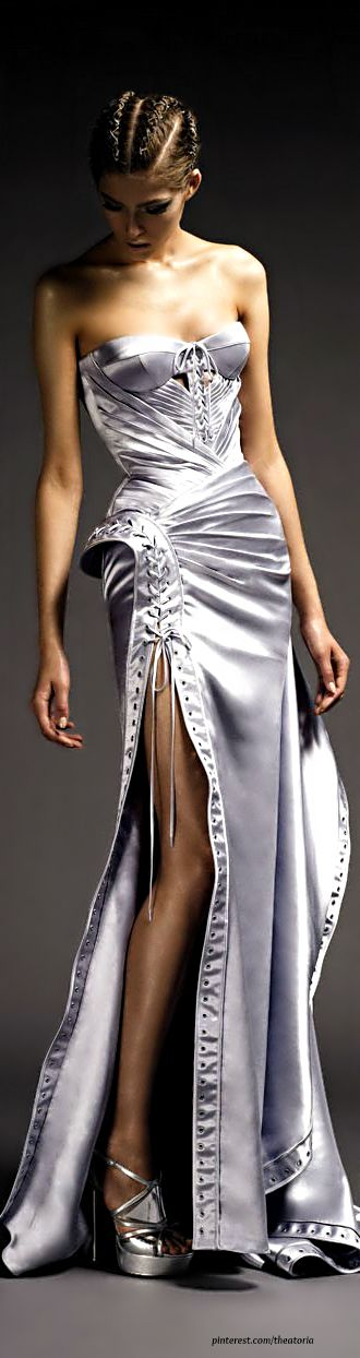 Modern Goddess: silver gown Atelier Versace                                                                                                                                                     Más