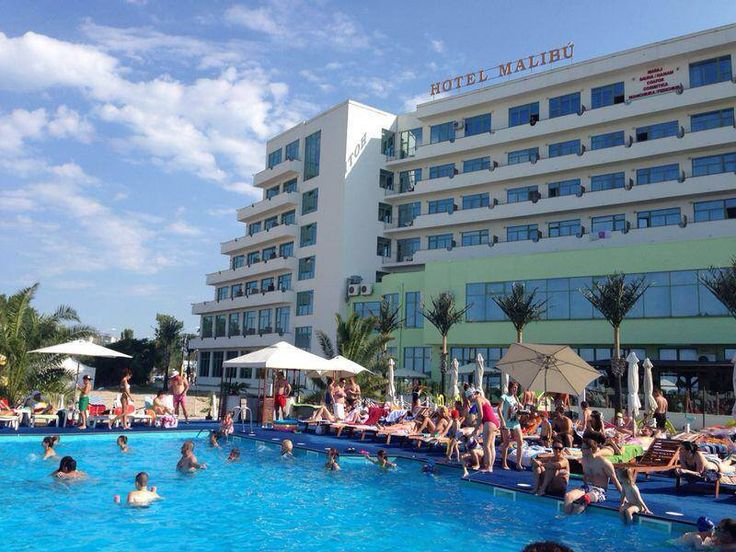 Hotel Malibu 4* Mamaia, amplasat pe plaja, la intrare in statiunea Mamaia. Bd.Mamaia Nr.316
