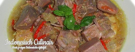 Sayur Gudeg - Gekookte kippenvleugels in kokosmelk met nangka - Cooked chicken wings in coconut milk with jackfruit