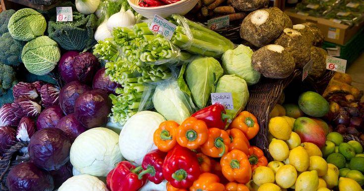 Visse frugter og grøntsager holder sig bedst uden for køleskabet, fortæller ekspert.