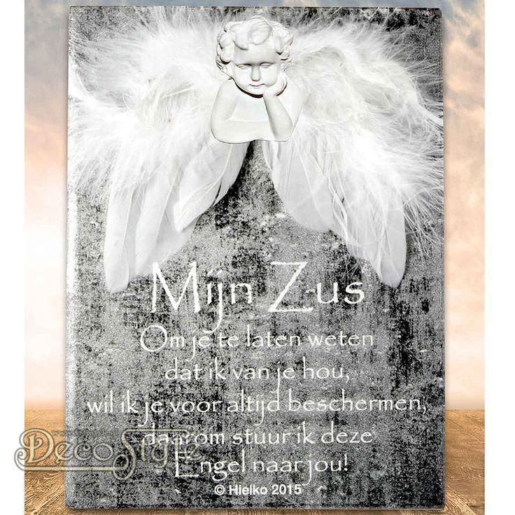 """SLC Gedichtentegel Angel Wings - ZUS  Uit de collectie """"Ik geef jou een engel"""" komt deze tegel met een klein gedichtje. Naast dit kleine gedichtje is de tegel voorzien van beschermende engelen vleugels en een   engelen hoofdje. Voor een ieder die wel een beetje extra bescherming kan gebruiken.  Op het tegeltje staat het volgende gedichtje:  Mijn Zus Om je te laten weten dat ik van je hou, wil ik je voor altijd beschermen daarom stuur ik deze Engel naar jou!  Materiaal: Keramiek Tegel / Veren"""