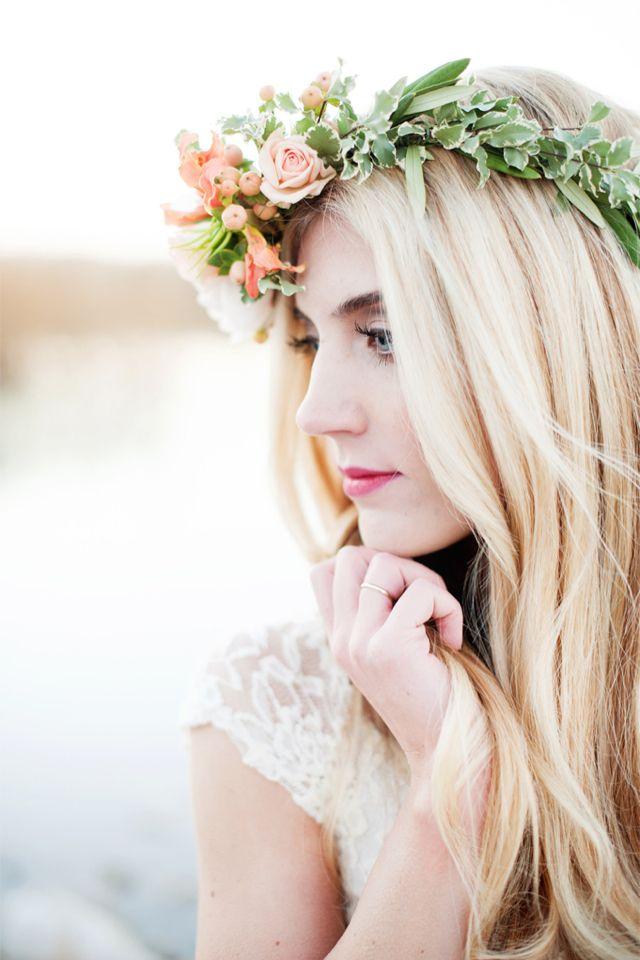 69 best floral bridal halo images on pinterest crowns babys breath crown and floral crowns. Black Bedroom Furniture Sets. Home Design Ideas