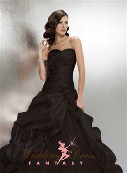 Black Wedding Gown. Gorgeous I wish it was WHITE!!!