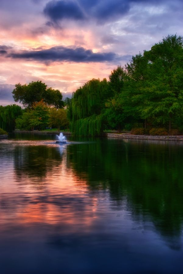 One of these days I hope to take pictures like this!!  Gorgeous! Twilight - Centennial Park, Nashville, Tennessee