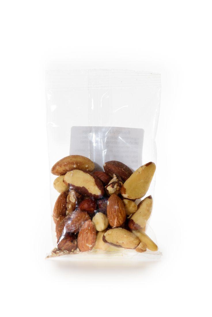 Notenmelange Bio. Bountiful Notenmelange is een heerlijke mix van verschillende soorten noten. Heerlijk als snack, maar ook lekker in brood of gebak of muesli.   Handige snackverpakking!
