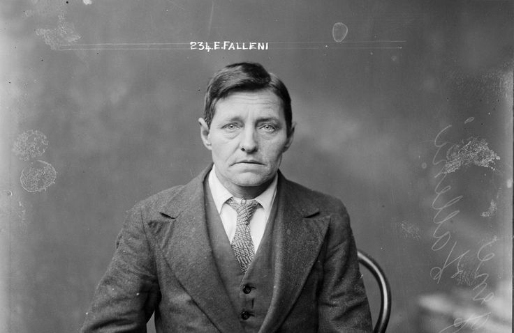 Eugenia Falleni changed its name in Eugene Falleni and lived as a man. She was arrested for the murder of her wife after she had discovered her true identity.