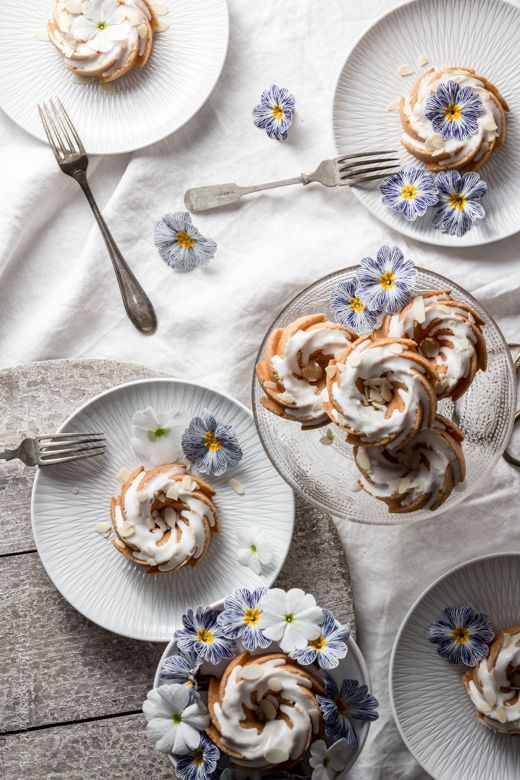 Itsy Bitsy Heritage gugelhupfs with nuts and yogurt