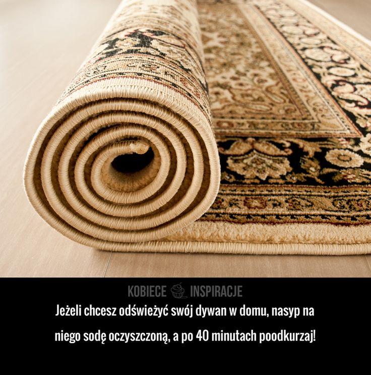 Jeżeli chcesz odświeżyć swój dywan w domu, nasyp na niego sodę oczyszczoną, a po 40 minutach poodkurzaj!