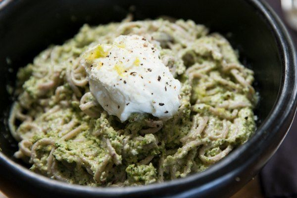 Raw broccoli pesto with noodles and thickened yoghurt – Recipes – Bite