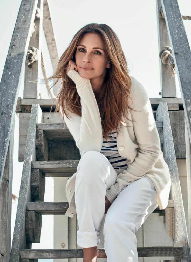 Julia Roberts. Stripes and neutrals.  White and off-white.
