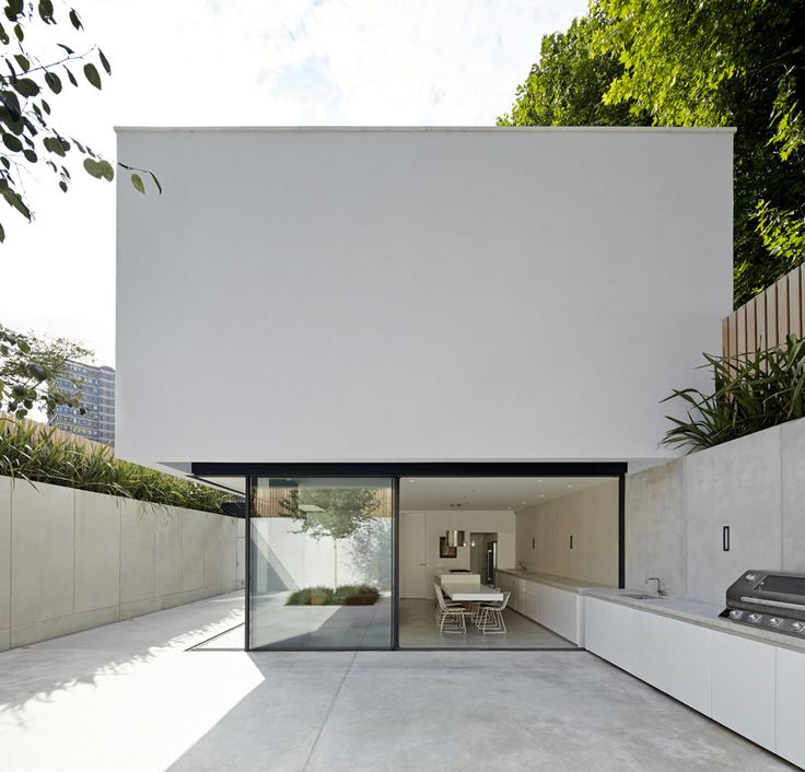 De Matos Ryan, The Garden House, Battersea, South London, UK found on domus.it