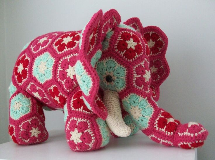 Crochet African Flower Animal Patterns : 1000+ images about African flower dyr. on Pinterest ...