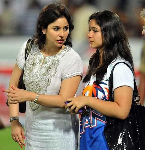Sara Tendulkar: Meet master blaster Sachin Tendulkar's fashionista daughter! (see private album)