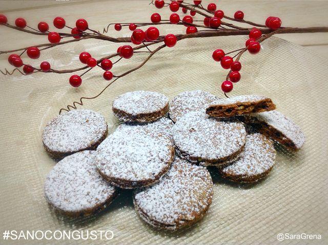 """#sanocongusto #biscotti fondenti alle #nocciole: Questi biscotti al #cioccolato fondente e nocciole sono davvero squisiti, super #sani  e croccanti. Le nocciole ricche di vitamine (in particolare la vitamina A e la vitamina E) aiutano il nostro sistema cardiovascolare favorendo il """"colesterolo buono"""" e contrastando quello """"cattivo"""", inoltre il cioccolato fondente, secondo uno studio dell'Istituto Nazionale Ricerca per gli Alimenti e la Nutrizione di Roma, fa bene al cuore..."""
