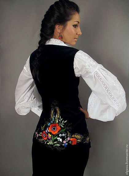 "Вышитый костюм - жилет с юбкой ""Цветы Украины"" ручная вышивка гладью."