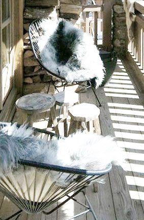 mooie combinatie van stoel en nepbont