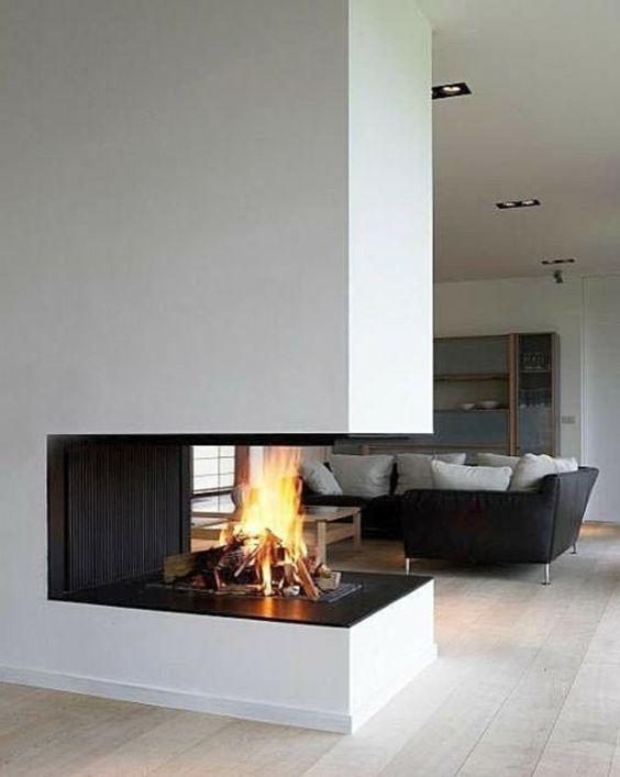 moderner kamin in einer zeitgen sischen wohnung massive trennwand wie sehen moderne kamine. Black Bedroom Furniture Sets. Home Design Ideas