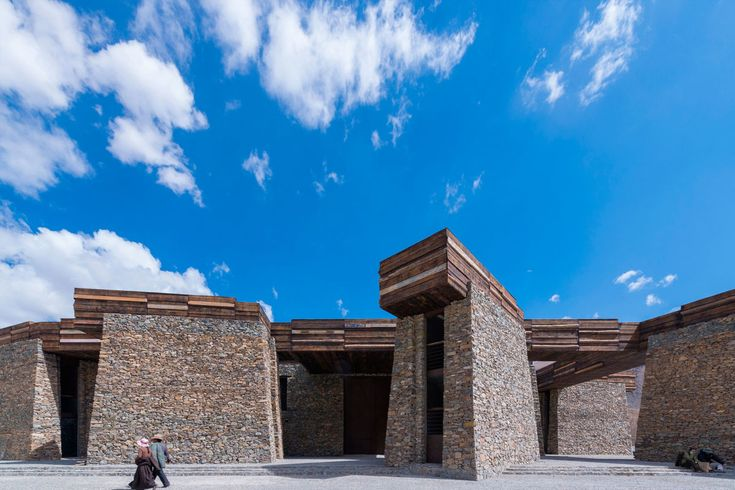 Liaodi Pagoda in Kaiyuan Temple is the tallest existing pagoda with masonry structure in China. Through the arrangement of the environment surrounding the pagoda and reshaping the landscape, the design highlights the multiple values of the pagoda and i...
