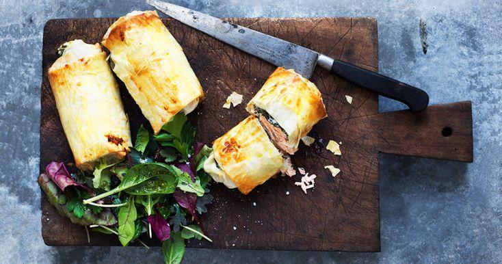 Filodegsinbakad lax med cream cheese och spenat.