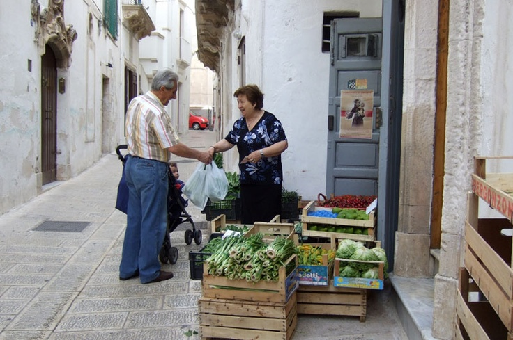 Google Image Result for http://www.beachcomberpete.com/travelogue/wp-content/uploads/2012/08/On-the-streets-of-Martina-Franca-Puglia-Italy.jpg