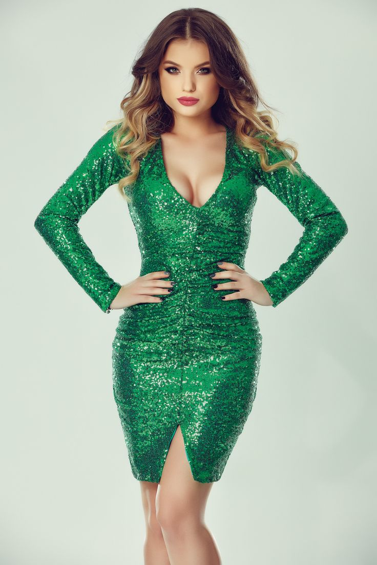 Gorgeous greenery sequined dress to make you shine this new year!