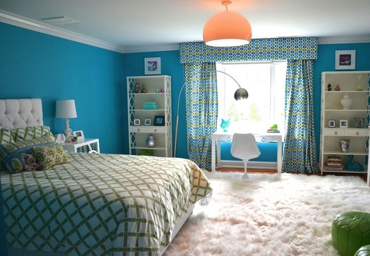 D2 Interieurs - girl's rooms - turquoise girls room, turquoise blue. I want this to be my room.