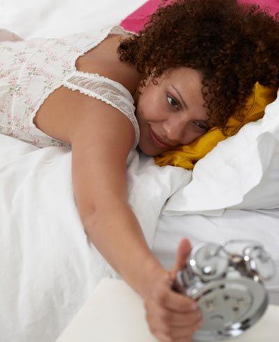 Nove dicas para conseguir acordar mais cedo e com disposição