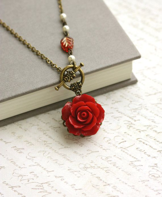 Rote Rose Halskette. Romantische rote Blume Halskette, Elfenbein Creme Perlenschmuck, Brautschmuck Hochzeitsschmuck Valentinstag rote Winterhochzeit   – schmucke magische