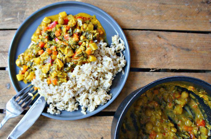 Indisk karrygryde med kikærter og brune ris - opskrift på lækker indisk gryderet