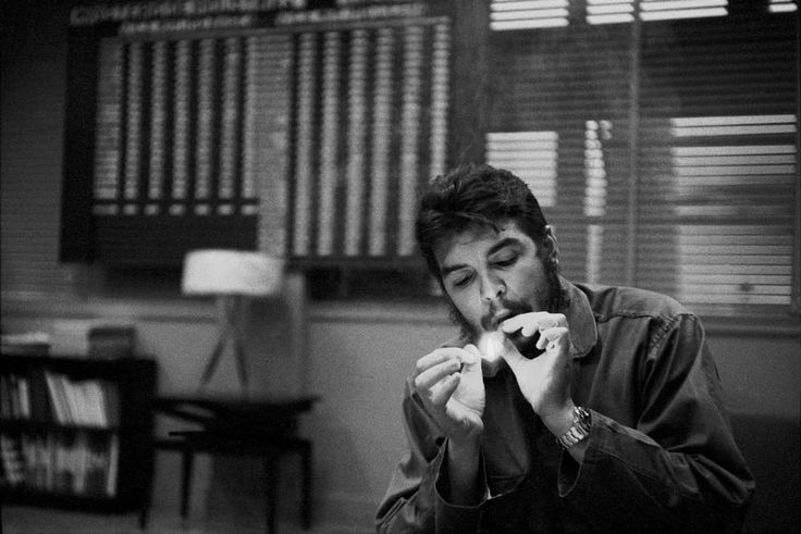 Rene Burri. CUBA. Havana 1963. Ministry of industry. Portrait of Ernesto GUEVARA (Che), Argentinian politician (1928-1967). Doctor, companion of Fidel CASTRO (1956-1959), minister of industry. He developped revolutionary elements in Latin America, and participated in Bolivian guerillia warfare during which he was captured and later murdered.