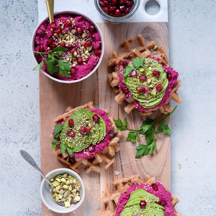 @vanloseblues Vafler + hummus + avokado = 👌🏻🙌🏻🤘🏻 . . Snup opskriften på bloggen - direkte link i profilen.