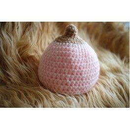 Gorrito en forma de teta, ideal para lactantes y reivindicativo en favor de la lactancia materna. ¡Para amamantar en público sin complejos!