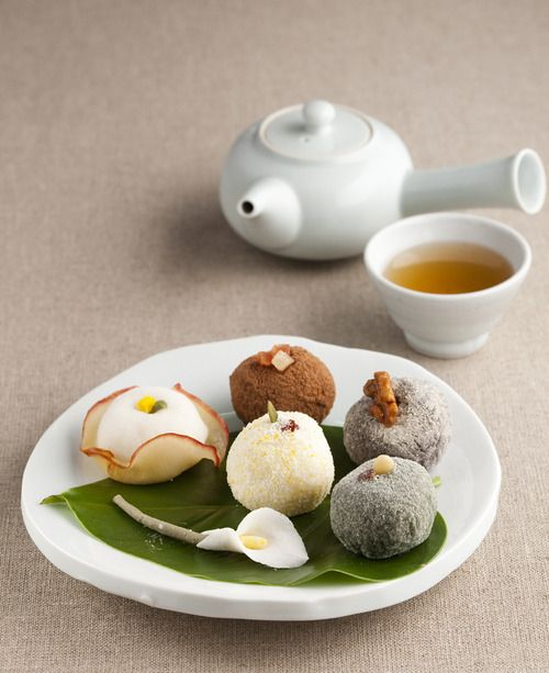 Korean tea and tteok (떡), rice cakes 떡ㅠ 먹고싶어. 떡cravings...