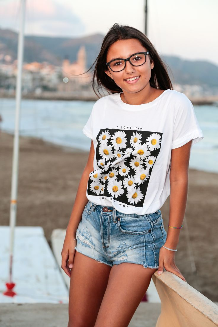 White t shirt fashion tips - Street Style Inspiration For Wearing A Slogan Tee Graphic Daisy T Shirt With High