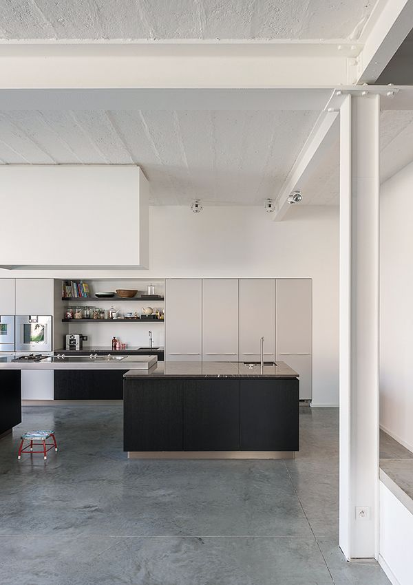 Kove | Nylønfabrik like flat front cabinets combined with open shelving