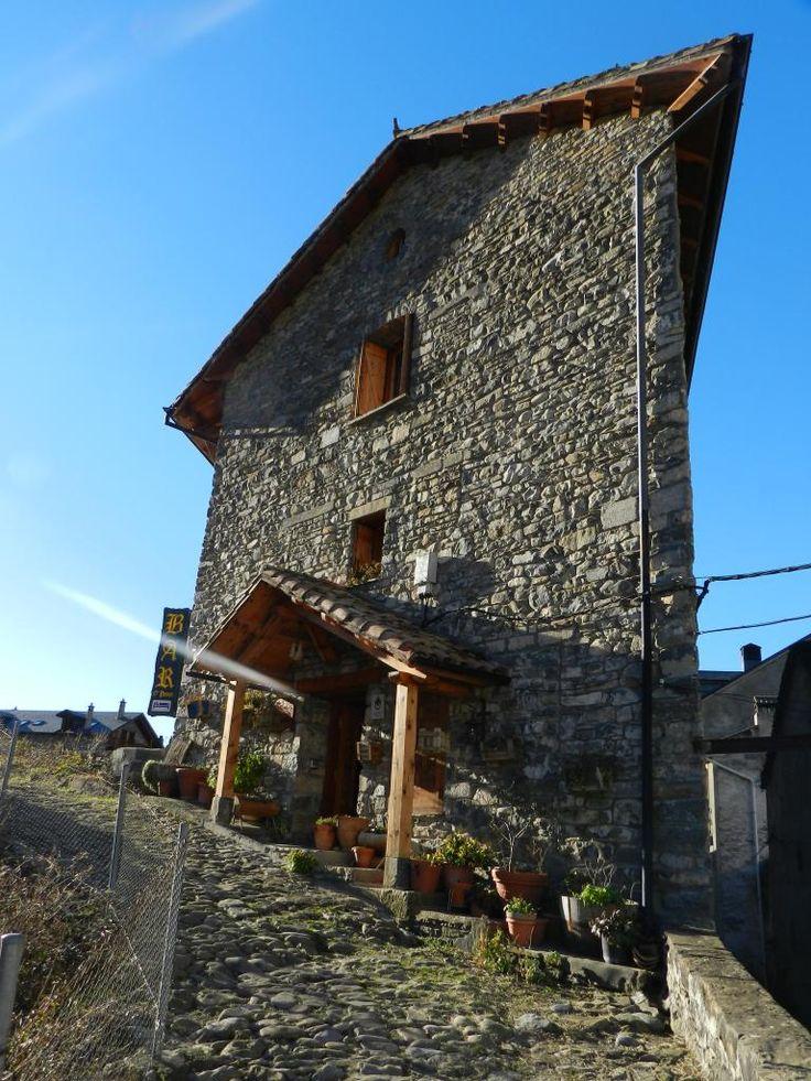Broto - Casa O´Puente - Habitaciones de Turismo Rural junto al Parque Nacional de Ordesa, en el Valle de Broto(Huesca), en la localidad de Broto. Nuestra casa cuenta con cuatro acogedoras habitaciones dobles y una de matrimo...