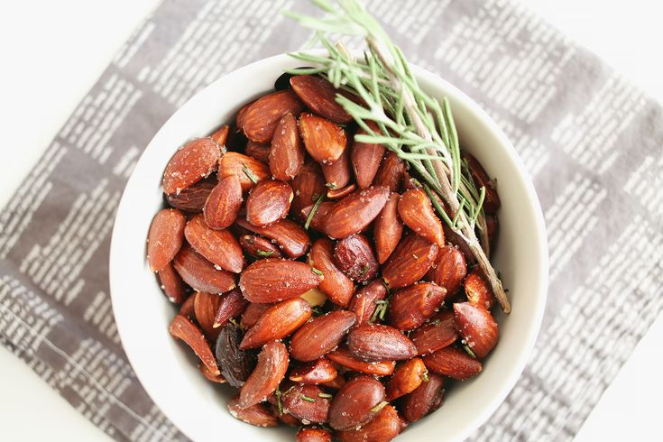 Rosemary Roasted Almonds   2 cups raw almonds (skin on)  1 tablespoon coconut oil (*or olive oil)  1 tablespoon rosemary, chopped 1 sprinkle garlic powder  1 teaspoon sea salt