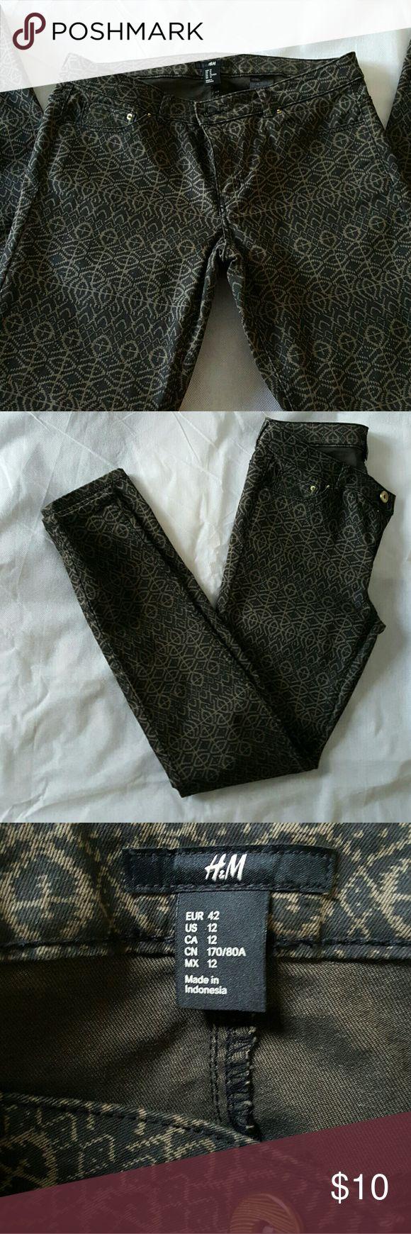 Printed Jegging Printed H&M Jegging. Runs smaller than true size. Geometric/Aztec pattern. H&M Pants Skinny