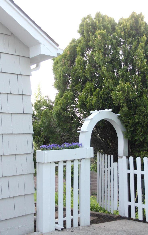 Best 25 decorative garden fencing ideas on pinterest for Attractive garden fencing