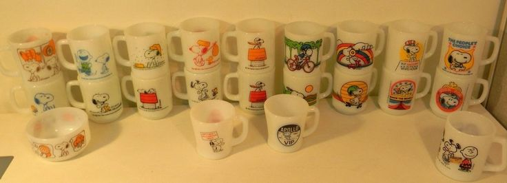 Lot Of 22 Vintage Fire King Mugs Snoopy Red Baron, PEANUTS GANG near perfect  cool! but to rich for my blood