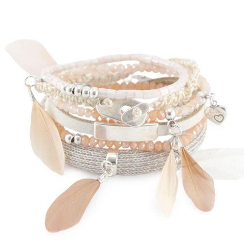 Mooie armbanden en oorbellen met kleine veertjes!
