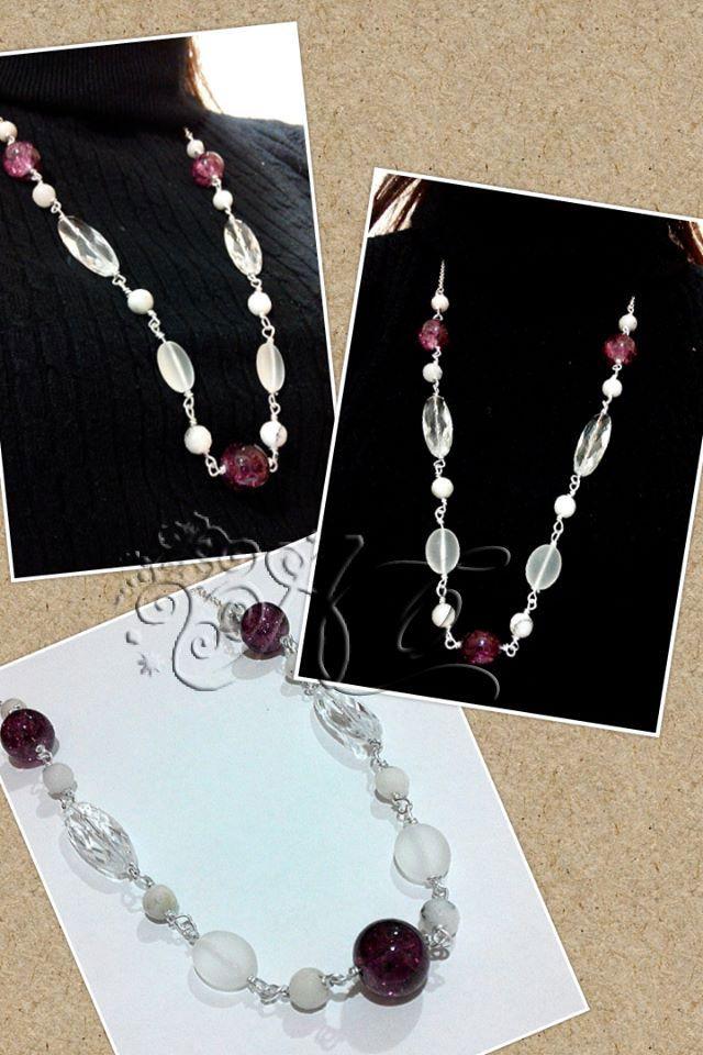 Collana realizzata con perle di vetro, componenti in resina e pietre d'agata bianca sfaccettata