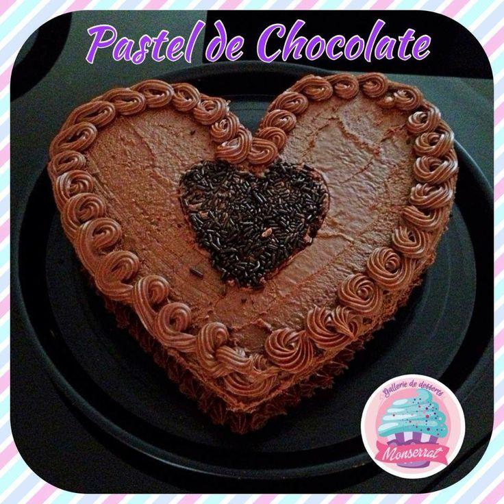 Pastel de corazon de chocolate!! el regalo ideal para mama.  Recuerda que tenemos disponibles todos nuestros pasteles en forma de corazón.
