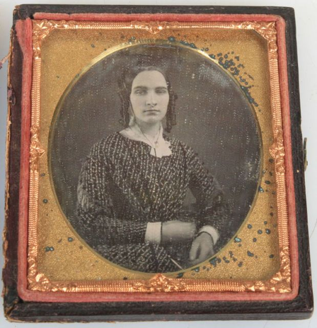 DAGUERREOTYPE WOMAN WITH RINGLET CURLS, THICK BROWS, PRINTED DRESS. | eBay