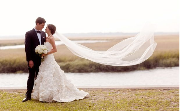 I got a chapel length veil so we will have to do a picture like this, ok @Marianne Wiest??