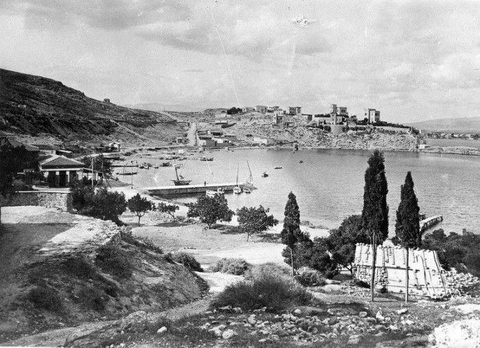 Λιμήν Μουνιχίας-Τουρκολίμανο. Η φωτογραφία δείχνει την περιοχή όπως ήταν το 1916 μέσα από τον φακό του Leipziger Presse-Büro....