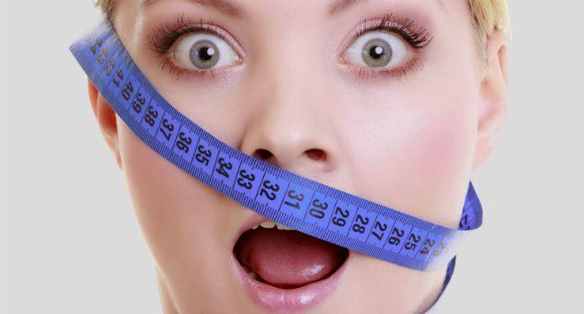 Perder peso é uma grande luta. O desafio fica ainda mais complicado quando se fala em eliminar a gordura de uma determinada área, como o rosto, por exemplo. Nesses casos, exercícios localizados são aliados preciosos. A ginástica facial é simples e pode ser feita em qualquer lugar, a qualquer momento, sendo capaz